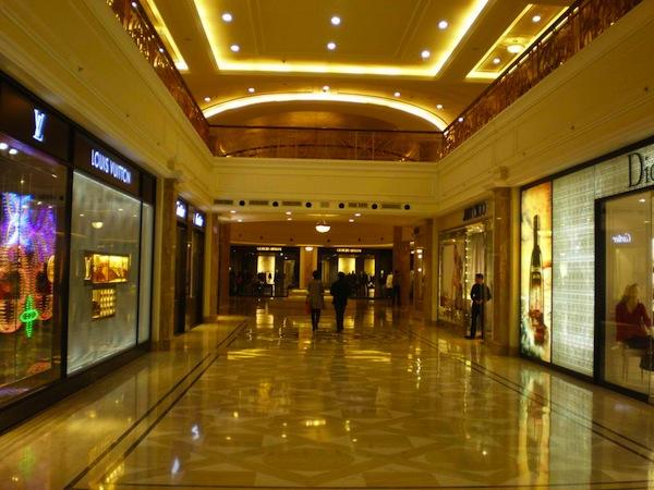 DLF-Emporio-luxury-shopping-center-2